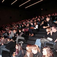 """Le public lors de l 'Avant-Première du film """"Casse Tête Chinois"""" - Lyon - Nov 2013 - Photo © Anik COUBLE"""
