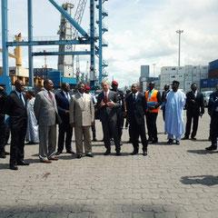 Le DG de DIT explique au ministre MEBE NGO'O les mesures prises par son entreprise pour lutter contre la congestion du terminal