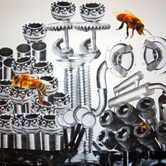 Alex und Leo: Die Bienen finden keinen Nektar mehr und werden bald aussterben, wenn wir weiter so viel unverwertbare Geräte und Apparate produzieren und auf den Müll schmeißen. Dann ist die Natur bals weg.