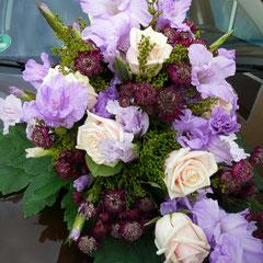 Astranzien, Rosen und Gladiolen