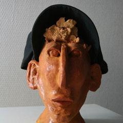 coiffé de sa casquette