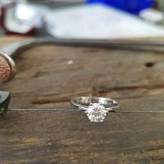 Ring Platin mit 0,8 Karat Diamant 5700 €