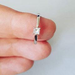 Verlobungsring 750 Weißgold mit Princess Schliff Diamant 1000€