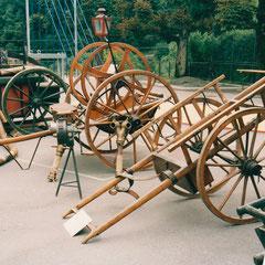 Schlauchwagen und Leiterwagen, noch im Gebrauch