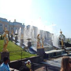 Blick vom unteren auf den oberen Park in Peterhof