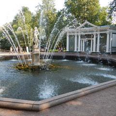 Fontaine in Peterhof bei einem Landausflug St. Petersburg
