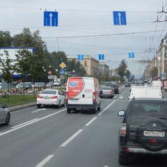Die Fahrt von Flughafen in das Stadtzentrum von Sankt Petersburg.