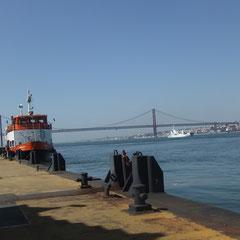 le ferry qui vient de Lisbonne, en 20mn