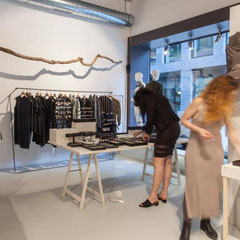 Chreis Fashion Pop-Up Store