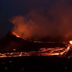 Nachtaufnahmen des Vulkans Fagradalsfjall