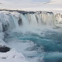 Goðafoss, einer der meist besuchtesten Wasserfälle Islands