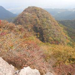 秋色の二ツ岳・雌岳