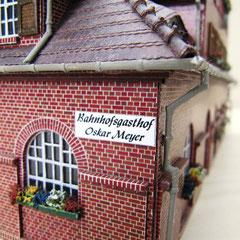 (c) W. Fehse  - Original-Schild und Rundbogenfenster