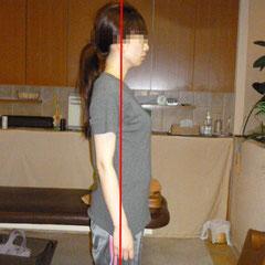 首と手とおなかの位置が中心に近づいて姿勢が良くなりました。
