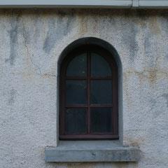 Fissures sans gravité pour la solidité de l'édifice.