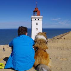 Herrchen und ich überblicken die Sanddünen