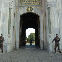 Wachen am Eingang des Topkapi Palast