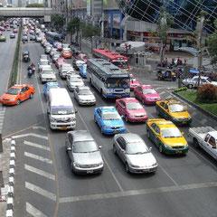 den ganzen Tag viel Verkehr