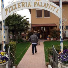 """anschließend ging es in das leckere Lokal """"LePalafitte"""" in Bardolino"""