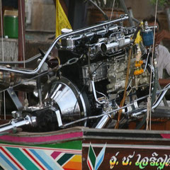 der Motor eines Longtailbootes