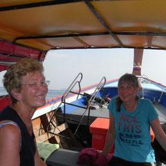Mutter und Tochter  auf dem Boot