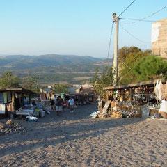 """auf dem Weg zur Ruine des """"dorischen Tempels der Athena"""""""