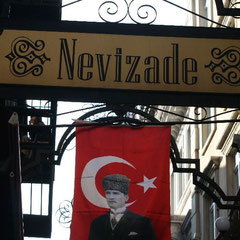 """Nevizade Sokak"" die ""Raki Straße"""