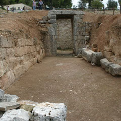 zur Grabkammer