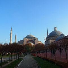 im Hippodrom mit Blick auf die Hagia Sophia Moschee