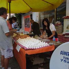 kurz vor Behramkale. Markt in Küçükkuyu