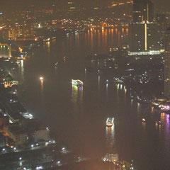 Chao Phraya River bei Nacht