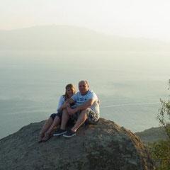 """auf der Ruine, im Hintergrund """"Lesbos"""""""