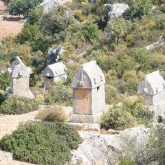 einige der Sargophagen