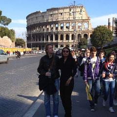 """Via dei Fori Imperiali"" - vor dem Colosseum"