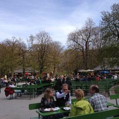 München - Englische Garten - Biergarten am Chinesischen Turm
