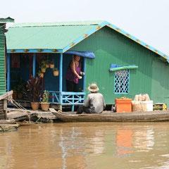 Häuser auf dem See - hier wird Ware gebracht