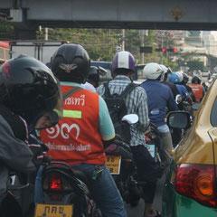 der tägliche wahnsinn auf Bangkoks Strassen