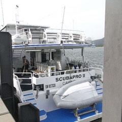 mit diesem Boot geht es ans Great Barrier Reef