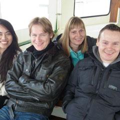 alle vier gut gelaunt auf der Bootsfahrt
