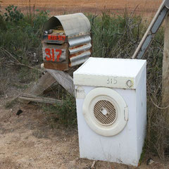 Australische Briefkästen am Strassenrand