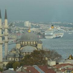 der Ausblick vom Dach der Karawanserei auf Istanbul