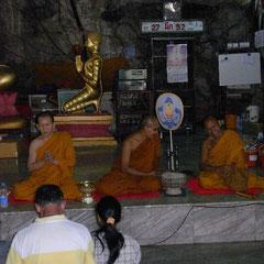Mönche beim beten