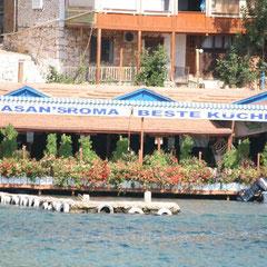 ein Lokal im kleinen Hafen
