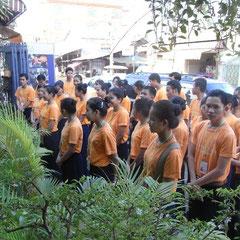 morgens im Hotel Sala  Bai-die Schüler mußten antreten