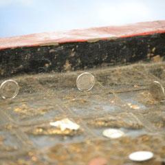 wer es schafft das die Münze stehen bleibt kommt in den Himmel