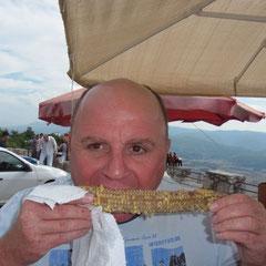 Pause mit einem Maiskolben