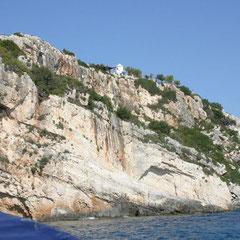 Steilküste mit Windmühle