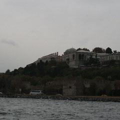 Topkapi Palast vom Bosporus aus gesehen