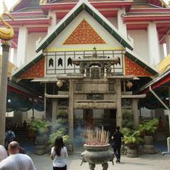 bei unserem ersten Tempelbesuch