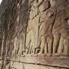 an einer Wand im Tempel